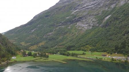 Einfahrt in den Hellesylt Fjord