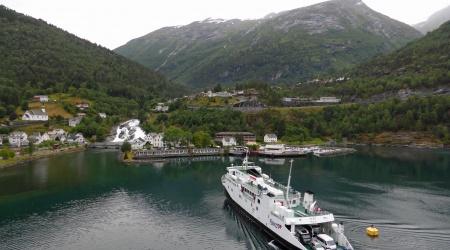 Hellesylt mit Hurtigruten-Schiff